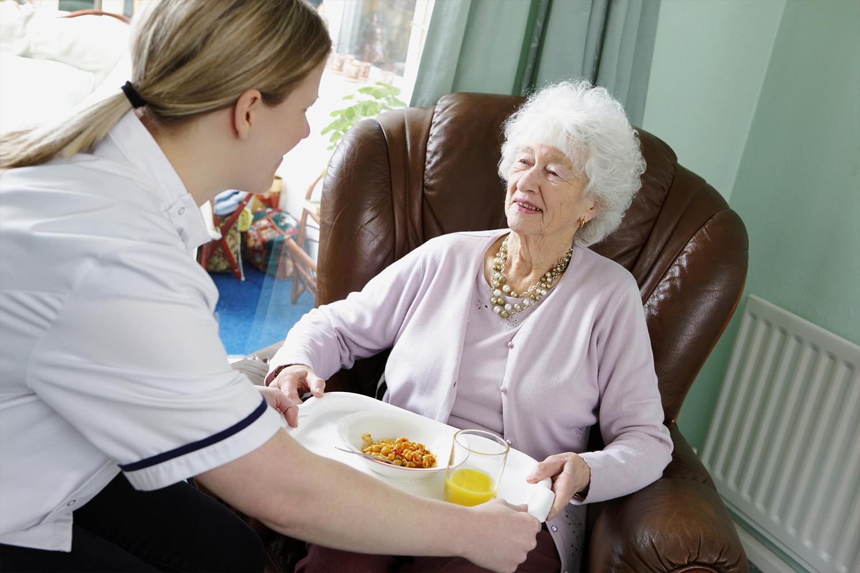 La solution adaptée pour les personnes âgées et leurs proches